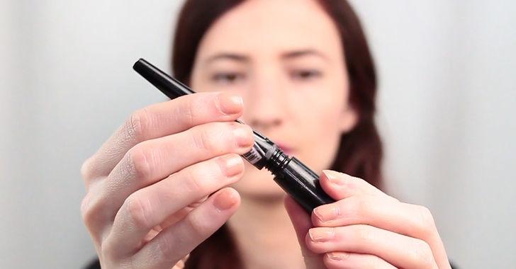 Image result for menggunakan eyeliner terbaik